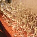 ワイングラスの収納、みんなはどうしている? ワイングラスの片付け方について